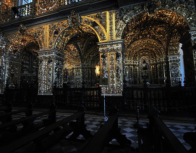 Fachada interna da Igreja em talha dourada