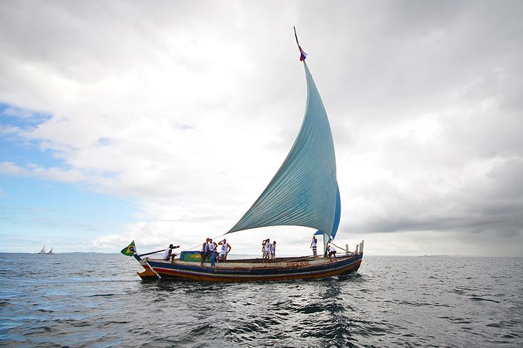 soteropoli.com-fotos-fotografia-salvador-bahia-regata-aratu-maragogipe-2011-saveiros-vela-içar (7)